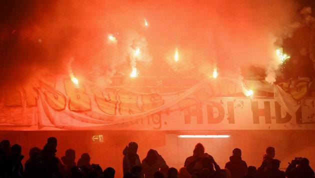 Nach Pyro-Attacke drohen Wolfsburg saftige Strafen (Bild: GEPA)