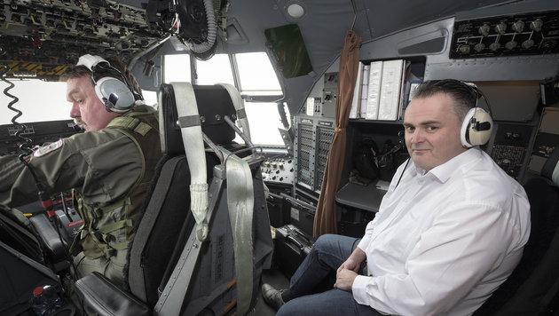 "Doskozil in einer ""Hercules""-Bundesheermaschine auf dem Weg in den Libanon (Bild: APA/BUNDESHEER/PUSCH)"