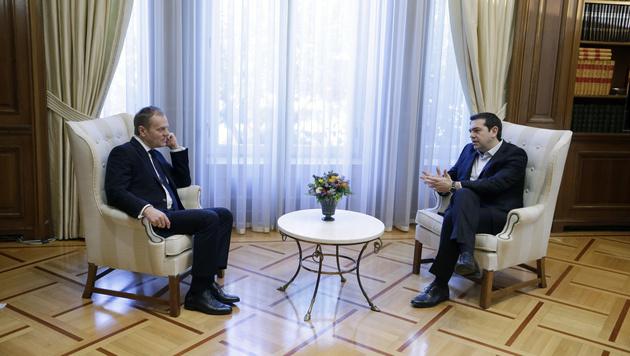 Tusk mit Tsipras in Athen (Bild: AP)