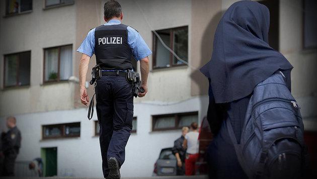 Dschihadistin (15) rammt Polizist Messer in Hals (Bild: APA/dpa/Fredrik Von Erichsen, thinkstockphotos.de (Symbolbild))