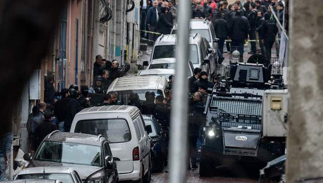 Istanbul: Frauen nach Angriff auf Polizei getötet (Bild: APA/AFP/OZAN KOSE)