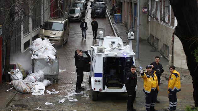 Istanbul: Frauen nach Angriff auf Polizei getötet (Bild: AP)