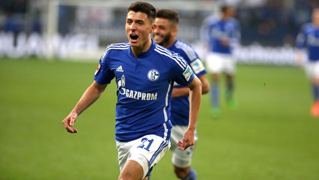 Schalke-Fans feiern Schöpf: Kandidat für EURO? (Bild: GEPA)