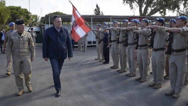 Der Minister beim österreichischen UN-Kontingent im Libanon (Bild: APA/Bundesheer/Pusch)