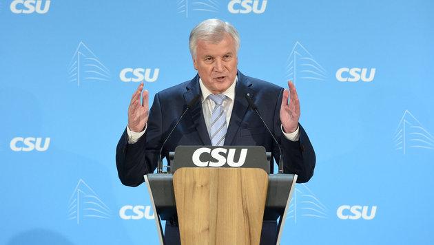 CSU-Chef Seehofer (Bild: APA/dpa/Tobias Hase)