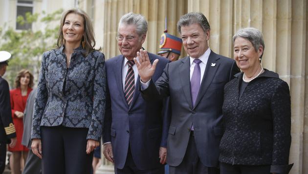 Heinz Fischer und Juan Manuel Santos samt Ehefrauen (Bild: APA/BUNDESHEER/PETER LECHNER)