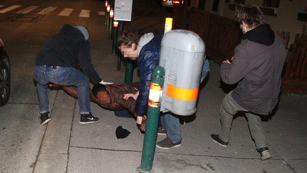 Drogenfahnder auf der Jagd nach Straßendealern (Bild: Andi Schiel)