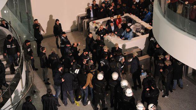 """Regierung: Vorgehen gegen Zeitung """"unpolitisch"""" (Bild: APA/AFP/AKIF TALHA SERTTURK)"""