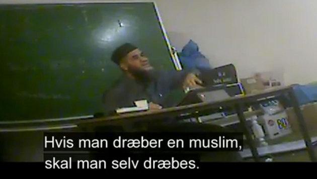 Imam Abu Bilal Ismail verbreitet seine Hassbotschaften. (Bild: TV2)