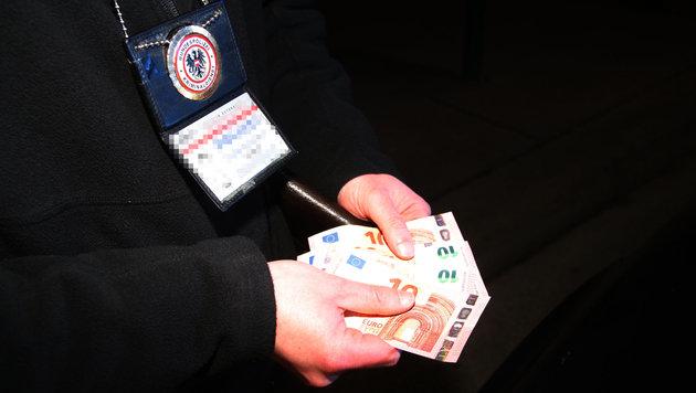 """Auch die """"Einkünfte"""" der Dealer wurden sichergestellt. (Bild: Andi Schiel)"""