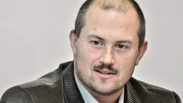 Rechtspopulist Marian Kotleba schaffte mit seiner Volkspartei-Unsere Slowakei den Parlamentseinzug. (Bild: STRINGER/EPA/picturedesk.com)