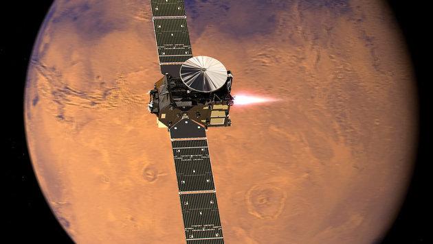"""Illustration: Der """"Trace Gas Orbiter"""" im Orbit um den Mars (Bild: ESA/ATG medialab)"""