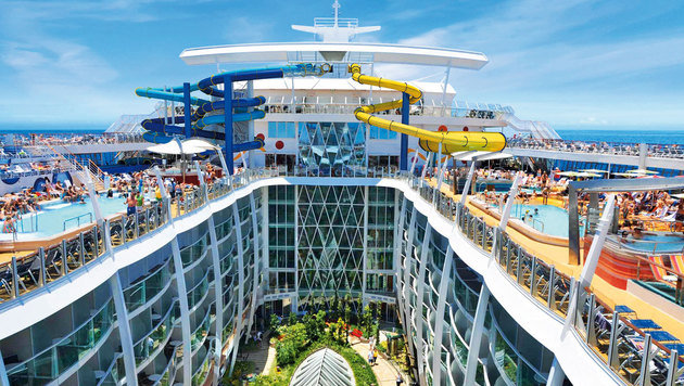 """Das Schiff ist eine schwimmende Stadt, mit Restaurants, Shops und einem """"Park"""" mit 12.000 Bäumen (Bild: RCL Cruises Ldt.)"""