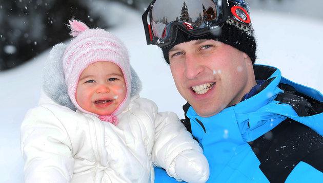 Prinzessin Charlotte mit Prinz William im Schnee (Bild: AP)