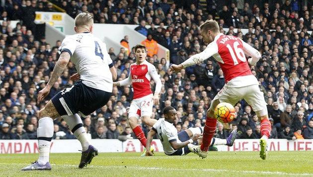 Ramseys Hacken-Tor gegen Tottenham (Bild: AP)