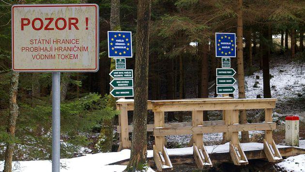Tschechien übt Schließung der Grenze zu Österreich (Bild: APA/ANDREAS TROESCHER)