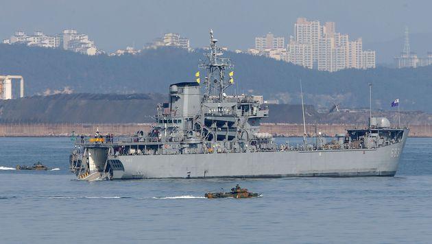 Südkoreas Marine trainiert vor der Küste von Pohang. (Bild: APA/AFP/YONHAP)