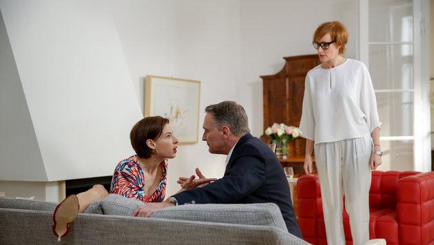 Bernhard Schir (Hadrian Melzer), Martina Ebm (Caroline Melzer), Nicole Beutler (Angela Bragana) (Bild: ORF)