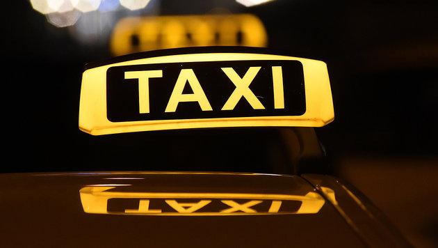 Hand in Taxi-Tür eingeklemmt - Mann verlor Finger (Bild: dpa)