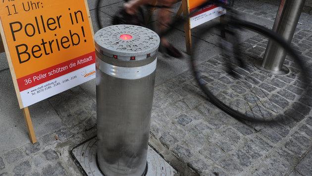 Einer der 22 Poller in der Salzburger Altstadt (Bild: APA/BARBARA GINDL)
