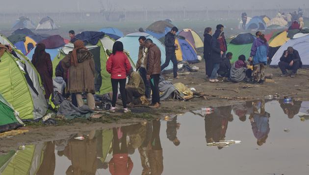 Die Lage in Idomeni bleibt weiter angespannt. (Bild: AP)