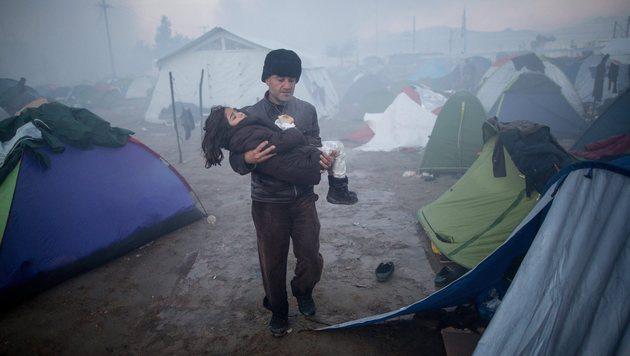 Flüchtlingslager Idomeni versinkt im Schlamm (Bild: EPA)