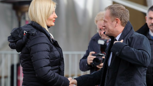 Sloweniens Innenministerin Vesna Gyorkos Znidar mit EU-Ratspräsident Donald Tusk (Bild: AFP or licensors)