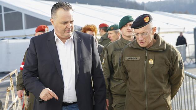 Verteidigungsminister Hans Peter Doskozil (links) braucht Geld für ein neues Heer. (Bild: APA/ERWIN SCHERIAU)