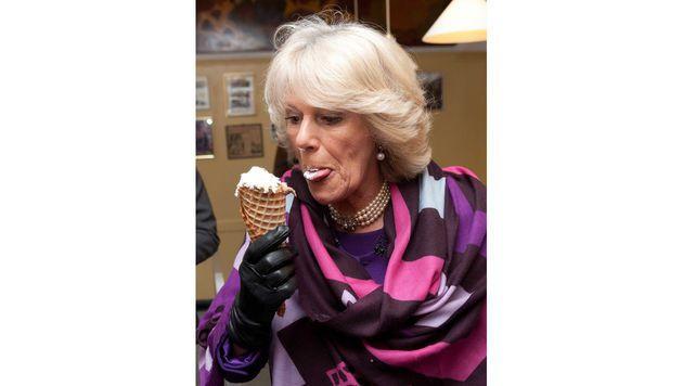 Der süßen Versuchung kann Camilla einfach nicht widerstehen. (Bild: Viennareport)