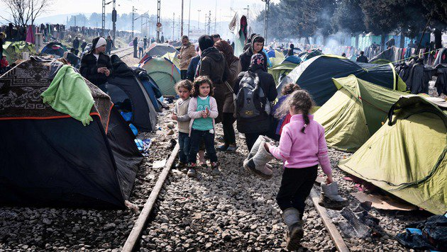 Idomeni: Flüchtlinge nutzen Busse nach Athen nicht (Bild: APA/AFP/LOUISA GOULIAMAKI)
