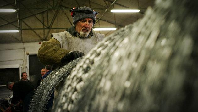 Ungarische Häftlinge werden seit geraumer Zeit für die Herstellung von Stacheldraht herangezogen. (Bild: ASSOCIATED PRESS)