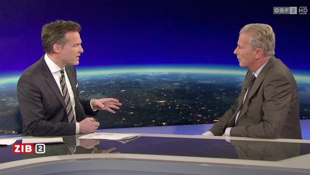 Moderator Tarek Leitner (li.) beim Interview mit Reinhold Mitterlehner (Bild: tvthek.orf.at)