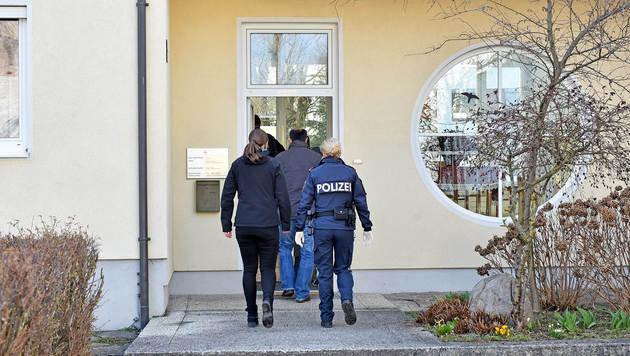Räubertrio fesselt Pfarrer und seine Sekretärin (Bild: Markus Wenzel)