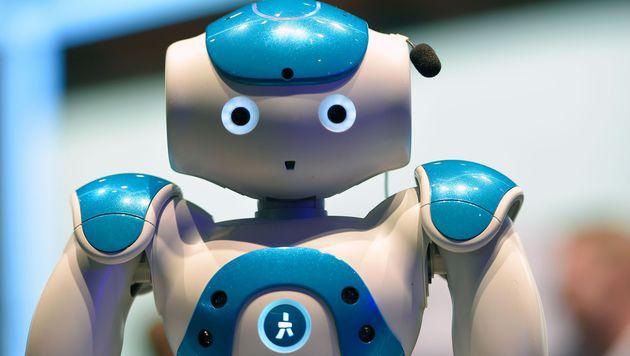 "Roboter-Concierge ""Connie"" empfängt Gäste (Bild: AFP)"