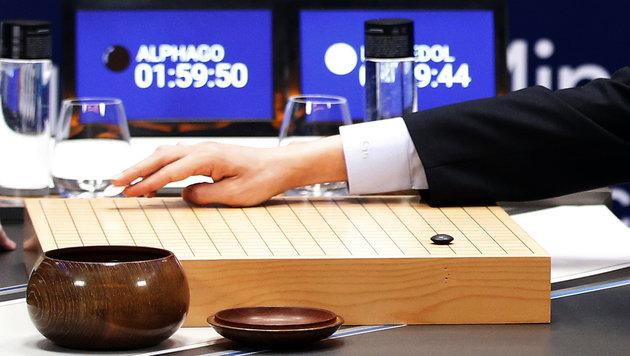 AlphaGo gewinnt auch zweite Partie gegen Go-Champ (Bild: AP)