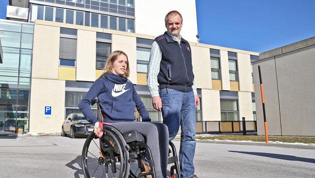 Kira Grünberg mit ihrem Vater (Bild: Christof Birbaumer)