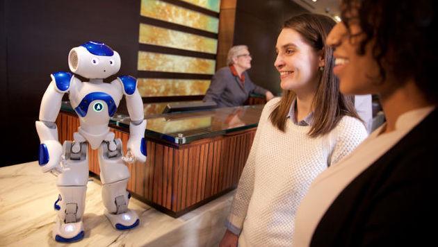"""Roboter-Concierge """"Connie"""" empfängt Gäste (Bild: IBM/Hilton)"""