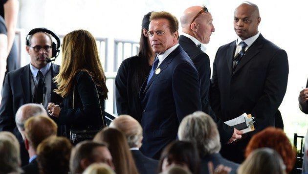 Unter den zahlreichen Hollywood-Stars befand sich auch Arnold Schwarzenegger. (Bild: APA/AFP/FREDERIC J. BROWN)