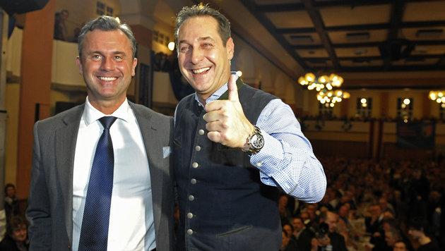 FPÖ-Chef Strache erzielte seinen Bestwert, auch Präsidentschaftskandidat Hofer konnte überzeugen. (Bild: APA/MANFRED FESL)