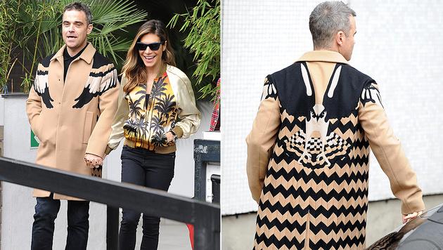 Mit diesem Adler-Mantel beweist Robbie Williams modischen Mut. (Bild: Viennareport)