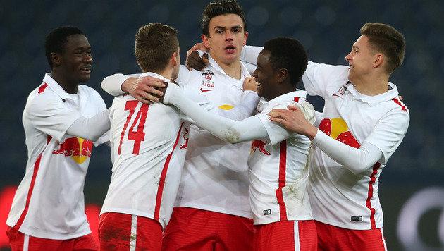 Jubelnde â01EJung-Bullenâ01C nach dem 4:0 gegen Austria Salzburg (Bild: GEPA)