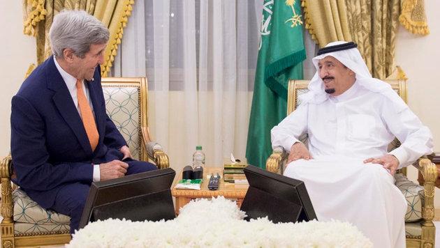 US-Außenminister Kerry bei einer Unterredung mit Saudi-König Salman (Bild: ASSOCIATED PRESS)
