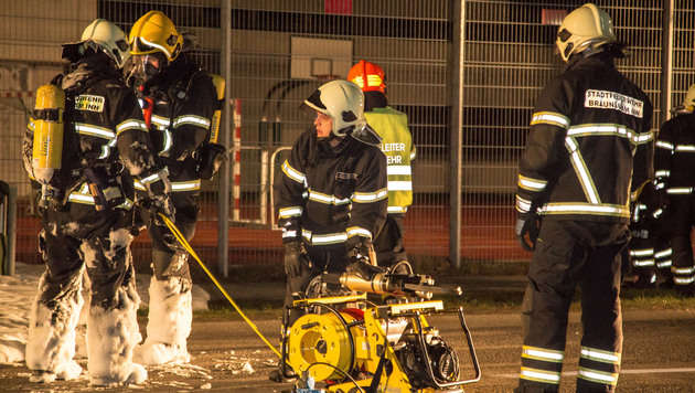 """""""Blitzerauto"""" wurde ein Raub der Flammen (Bild: Daniel Scharinger)"""