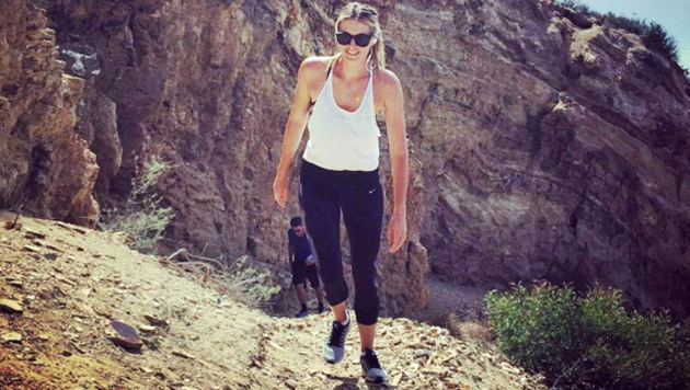 Nach der Dopingbeichte ist vor dem Comeback: Maria Scharapowa hält sich am Berg fit. (Bild: Instagram)