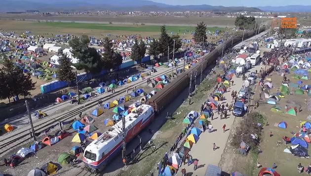 Idomeni: Flüchtlinge nutzen Busse nach Athen nicht (Bild: Drone Media Studio)