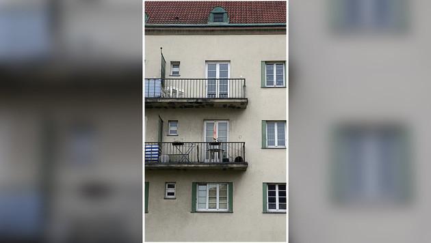 Aus dem zweiten Stock stürzte der Zehnjährige in die Tiefe. (Bild: Zwefo)