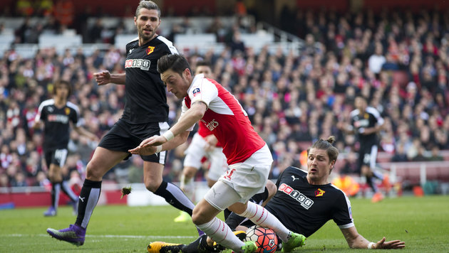 Prödl besiegt mit Watford sensationell Arsenal 2:1 (Bild: AP)