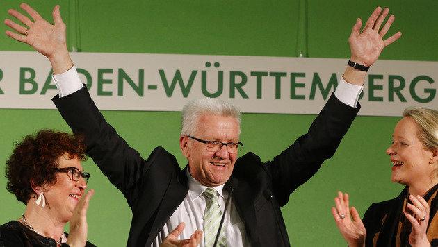 Gr�nen-Ministerpr�sident Winfried Kretschmann in Jubelstimmung (Bild: ASSOCIATED PRESS)