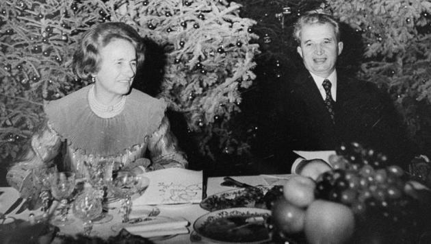 Nicolae Ceausescu und Ehefrau Elena während der Weihnachtsfeiertage 1981 (Bild: AFP)