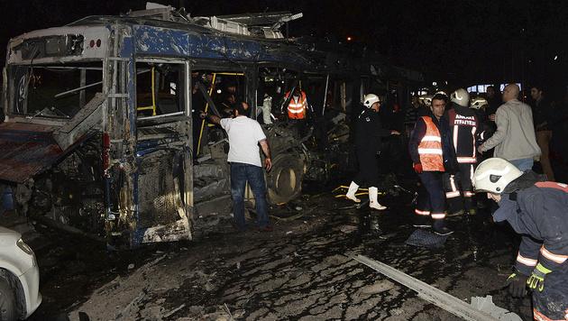 Dutzende Tote bei Anschlag im Zentrum von Ankara (Bild: Associated Press)